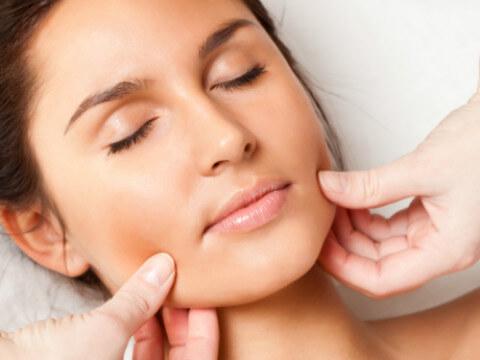 Verbeter uw huid met een bindweefsel massage