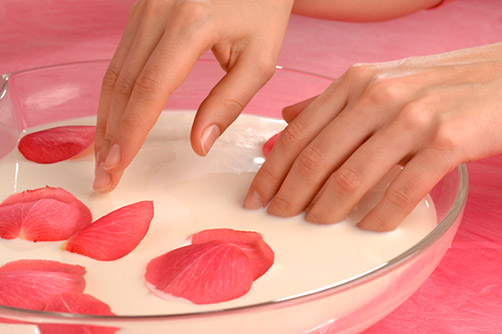 Zachte handen met een paraffine behandeling